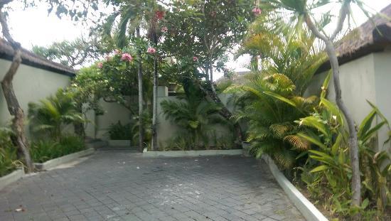 Grand Akhyati Villas and Spa: IMAG0830_large.jpg