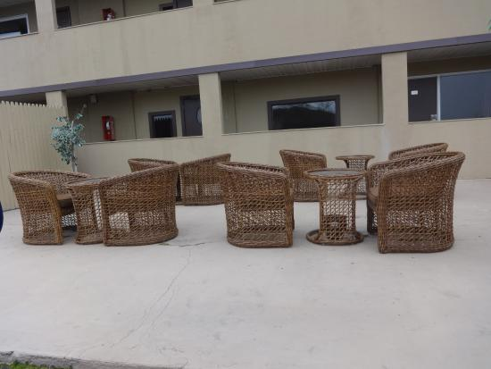 Wave Hotels : Outside patio area