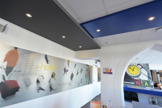Ibis styles Vannes Gare Centre : Hall de réception