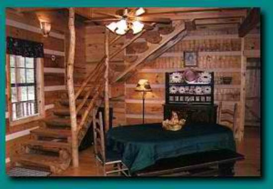 Beau Blue Smoke Mountain Cabins: Log Staircase In Wind Rider