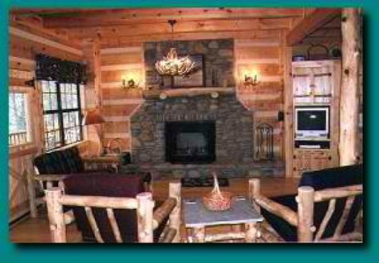 Charmant Blue Smoke Mountain Cabins: Wind Rider Livingroom Area