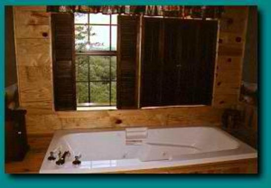 Blue Smoke Mountain Cabins: Six Foot Jacuzzi In Wind Rider