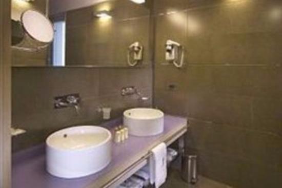 Hotel Europa: bagno suite