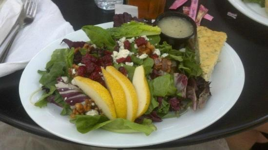 Tomato Pie Cafe: Bleu and Pear Salad