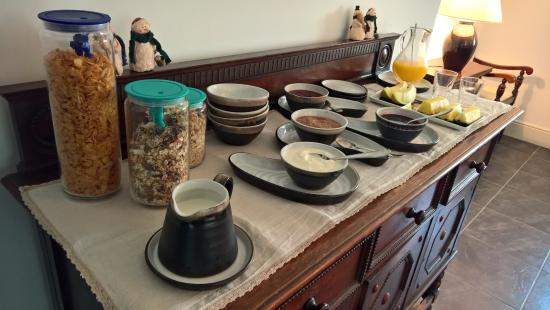 Kilmahon House: One of the beautiful breakfast tables