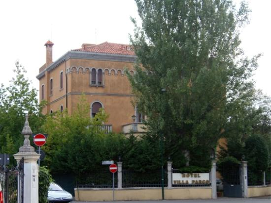 Villa Parco Hotel: Hotel from outside