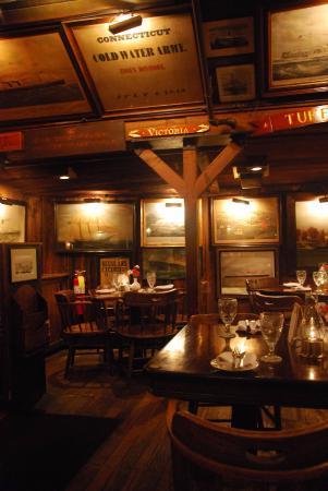Essex, CT: Decoração interna do restaurante