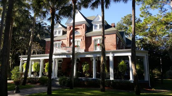 Brunswick Manor: Front of manor