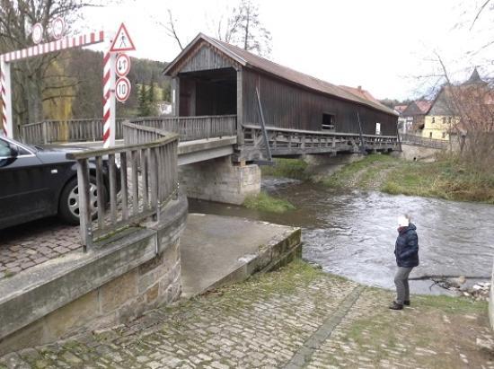 Buchfart, Allemagne : Seitenansicht Holzbrücke
