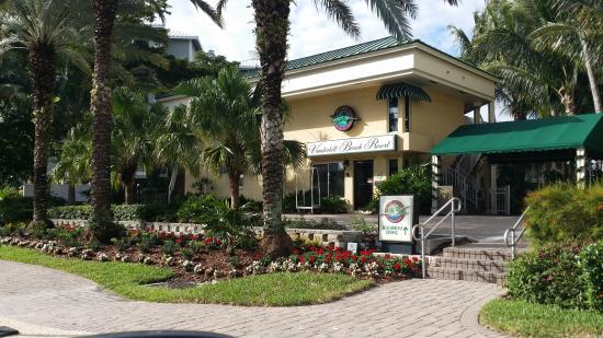 The Turtle Club - Naples : Front of Hotel and Restaurant