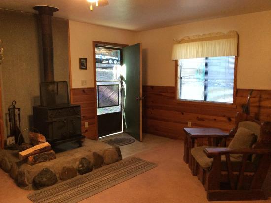 Bear Paw Lodge: Black Bear Cabin - Living Room