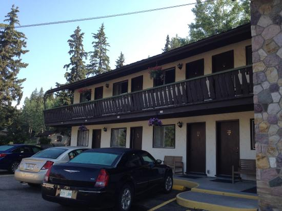 Harvie Heights, Canada: Gateway Inn - Canmore - Motel Exterior