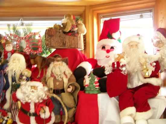 Elk Ridge Bed & Breakfast: Santa 's on his way....
