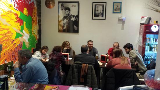 Pizzeria da Elvis: Serata tranquilla tra amici