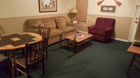 Sheridan, IL: Living Room