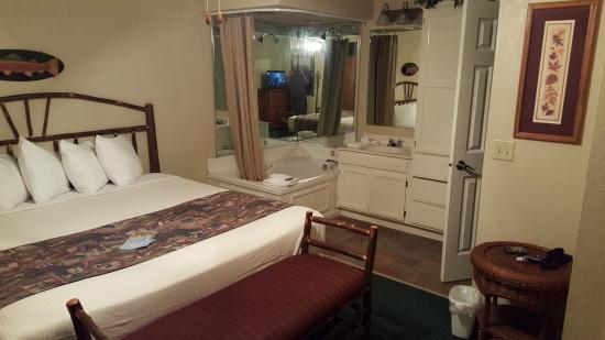 Sheridan, IL: Bedroom