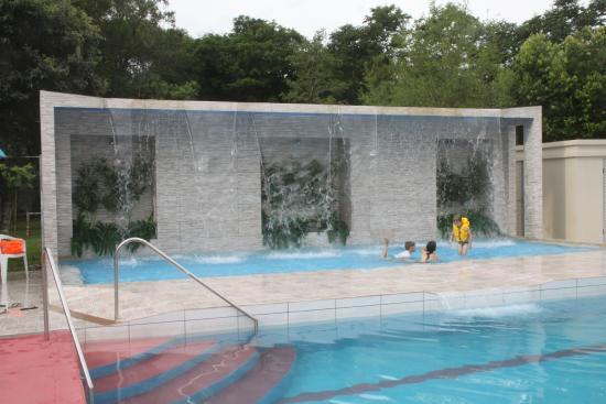 Sao Joao do Oeste, SC: Cachoeira artificial - principal atração do parque