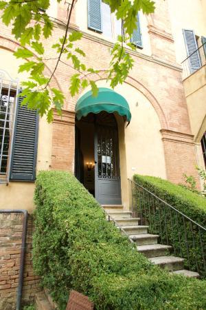 Palazzo Ravizza - garden entrance