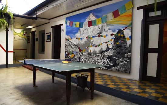 Base Camp Hostel: Downstairs with Ping-Pong