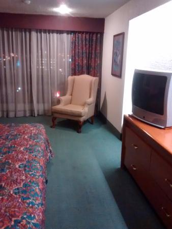 Foto de Palacio Del Sol, Chihuahua: Muebles del cuarto y una ...