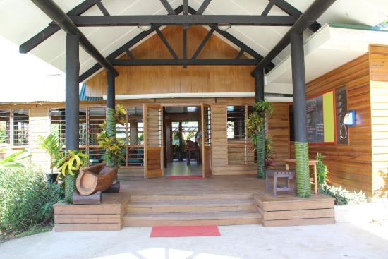 Daku Resort: Entry to front reception area