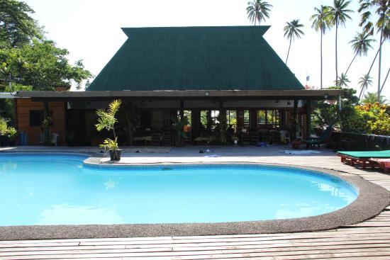 Daku Resort: Pool and reception/dining area