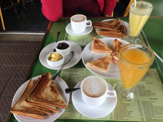 Cafe La Favorita: Desayuno