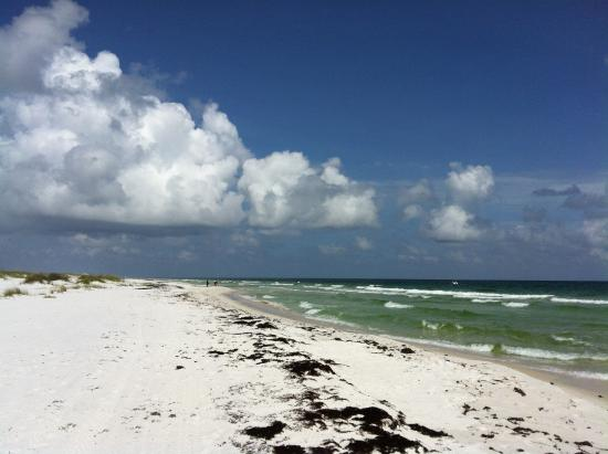 Fort Pickens Campground: Looking east down the beach