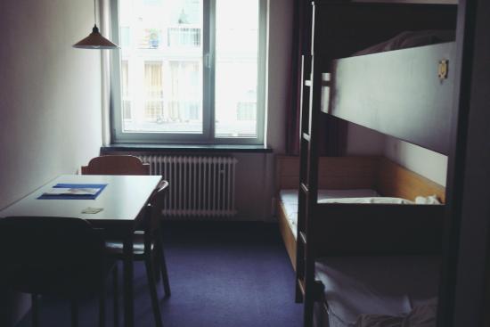 CVJM Jugendgaestehaus: シングルベッド×3(内1つは2階建てベッド)の部屋
