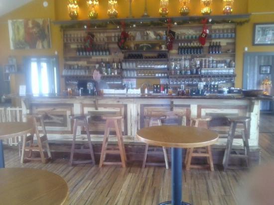 Woodbury, TN: Beautiful handcrafted bar.