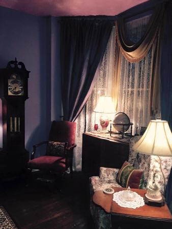 Park Avenue Manor: Living Room