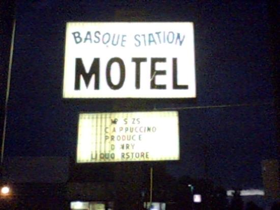 Jordan Valley, OR: hotel sign at Shell station