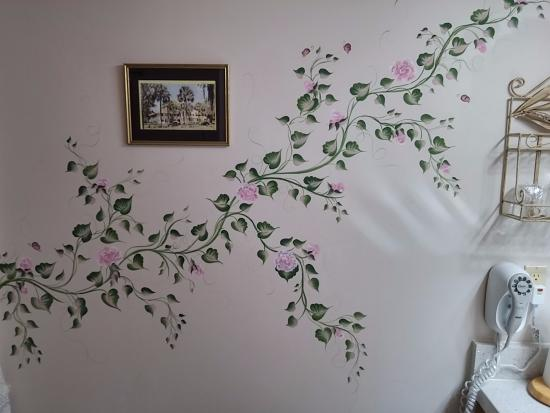 River Park Inn: Painting on sitting room wall