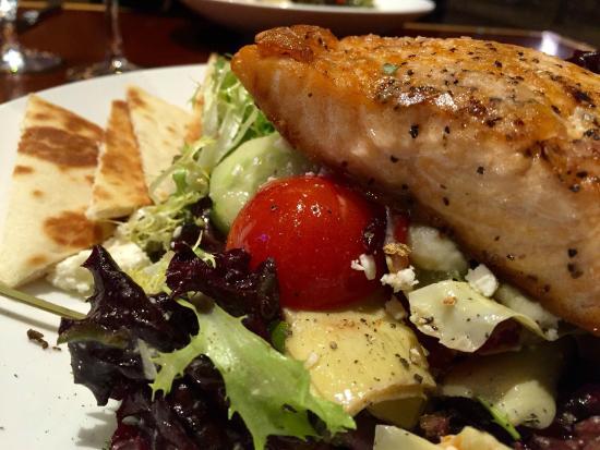 Diamond Tavern - Hilton Baltimore: Mediterranean Salmon Salad