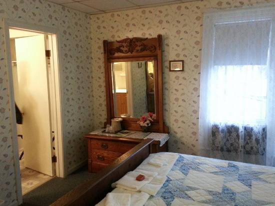 Cambridge Springs, PA: Inside the room