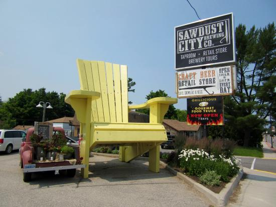 the giant muskoka chair picture of sawdust city brewing co
