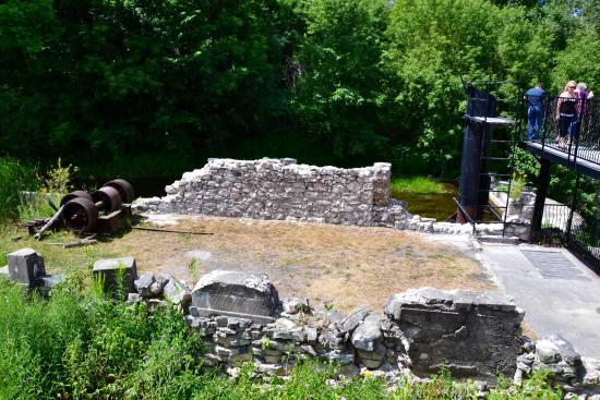 Walters Falls, Kanada: Mill ruins