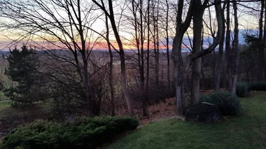 The Inn at Chateau Grand Traverse: Sunset from private deck
