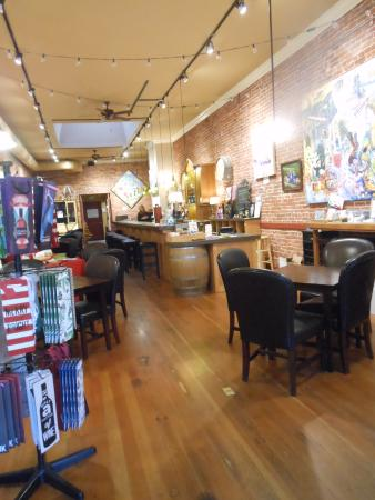 Grass Valley, CA: Tasting Room in Downtown