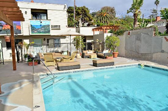 Art Hotel Laguna Beach Pool And Lounging Area