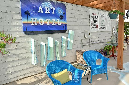 Art Hotel Laguna Beach Towels At Pool Area