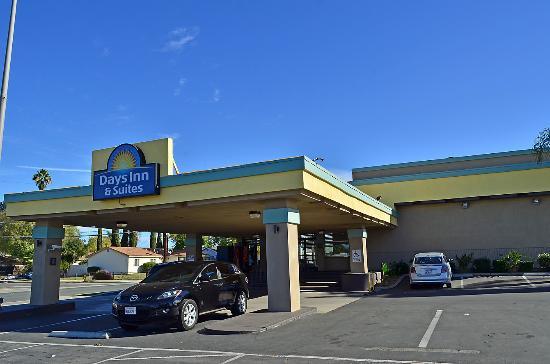 Days Inn By Wyndham San Go East El Cajon Front Of Hotel
