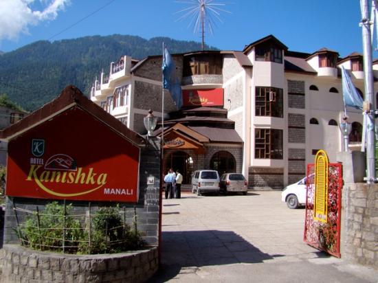 Hotel Kanishka: Outside view of the hotel
