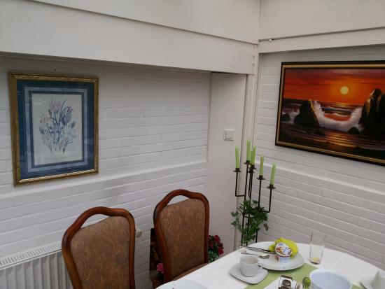 Hotel Carlton Mayfair: Breakfast room, cosy little garden area