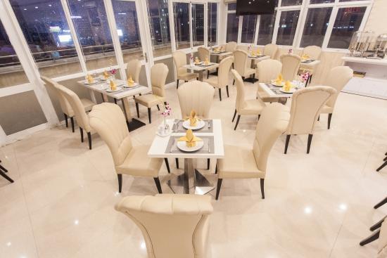Signature Saigon Hotel : Restaurant 10th Floor