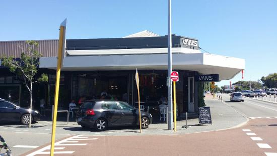 Vans Cafe & Deli: Vans Sidewalk Cafe
