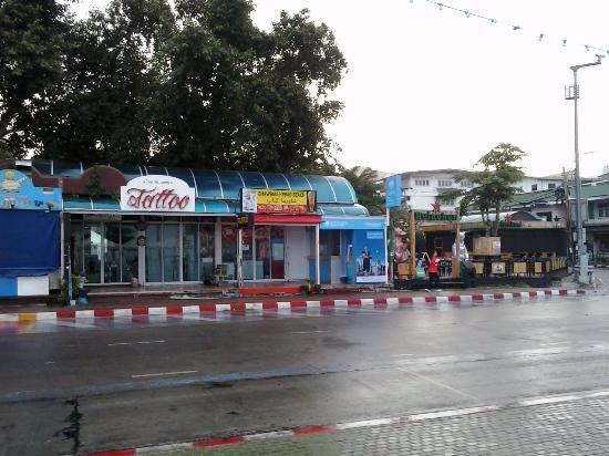 Basaya Beach Hotel & Resort: places to eat on Beach Road