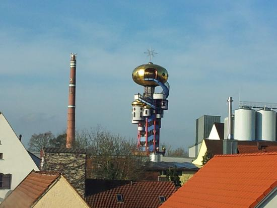 "Altstadthotel Kneitinger: Aussicht zum ""Hundertwasserturm"""