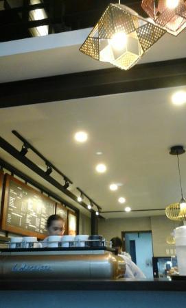 Bo's Coffee Club: counter