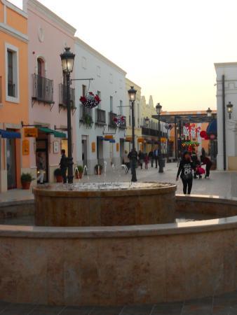 Plaza con fuente  fotografía de Parque Comercial La Noria Murcia ... cbb1354453a92